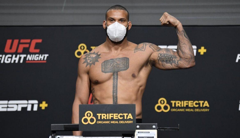 Взвешивание UFC Vegas 13: Сантос и Тейшейра сделали вес