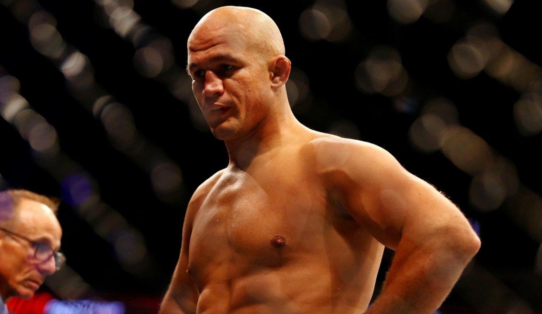 Джуниор Дос Сантос прокомментировал спорную остановку в бою с Ганом: «Это не нормально»