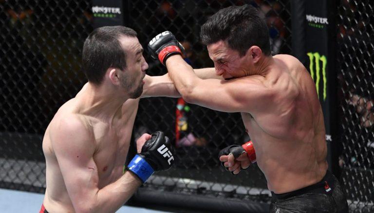 Аскаров уверенно победил Бенавидеза