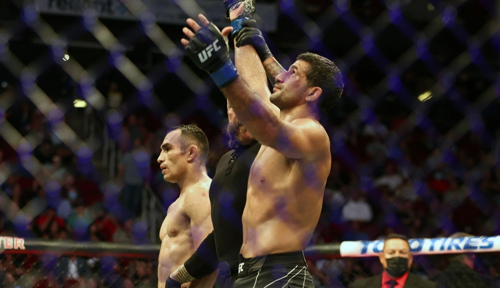 Тони Фергюсон уступил Бенеилу Дариушу по итогам трех раундов, но вновь показал характер