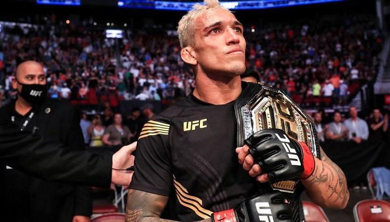 Чарльз Оливейра — новый чемпион UFC в легком весе!